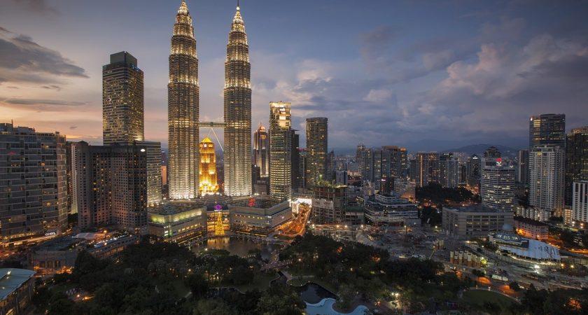Sudah Tahu Fakta Menarik Menara Kembar Petronas? Cek Disini